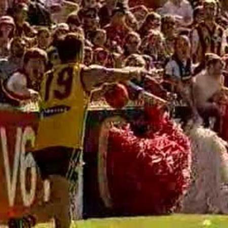 AFL Skills Video - Banana Kick